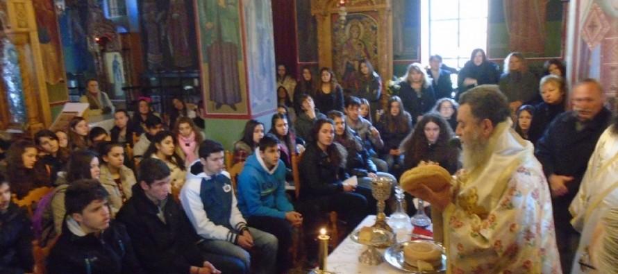Ερέτρια: Μαθητές του Λυκείου ζήτησαν από τον μητροπολίτη να τελέσει θεία λειτουργία