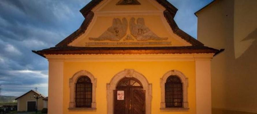 Η εκκλησία που, αντί για εικόνες, έχει… κόκαλα και κρανία