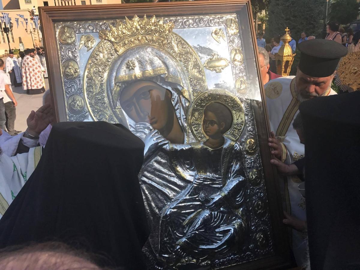 ΙΟΥΝΙΟΣ 2017 Το αντίγραφο της Παναγίας Παραμυθίας λιτανεύεται στον Συνοδικό Εσπερινό της εορτής του Αποστόλου Παύλου