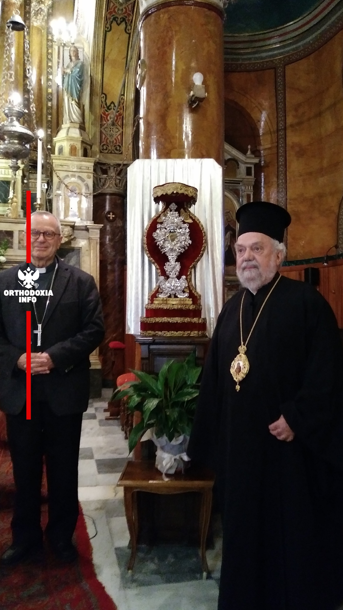 Με τον Αρχιεπίσκοπο των Καθολικών Σμύρνης