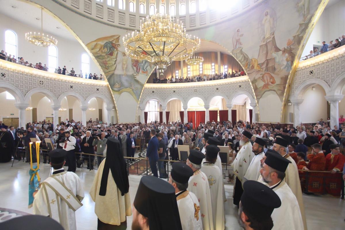 ΟΡΘΟΔΟΞΙΑ INFO Ι Έφθασε στα Τίρανα ο Πατριάρχης Ρωσίας - Δοξολογία στον Καθεδρικό Ναό της Αναστάσεως