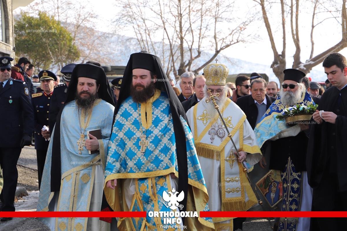 ΟΡΘΟΔΟΞΙΑ INFO   Καστοριά: Η ρίψη του Σταυρού στα παγωμένα νερά της λίμνης