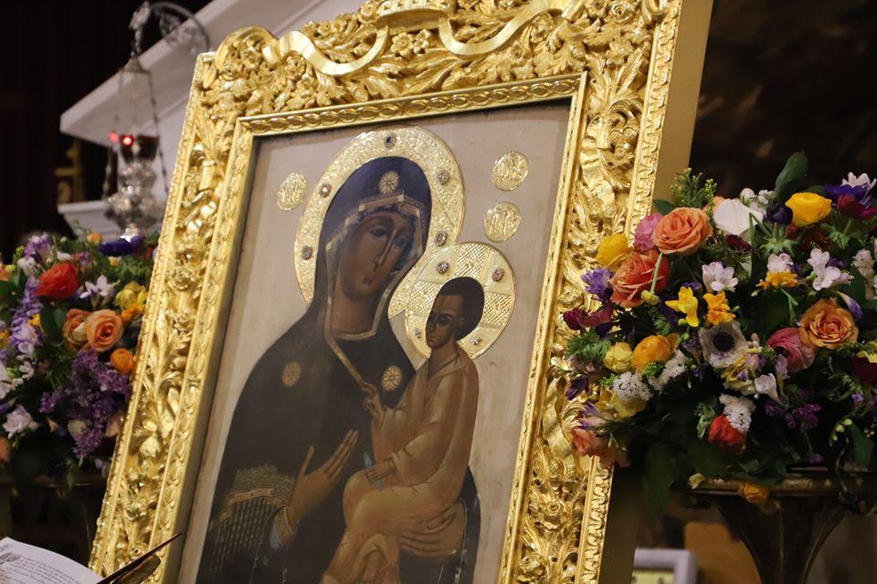 Η θαυματουργή ιερά εικόνα της Παναγίας του Τιχβίν της Ρωσίας που φυλάσσεται στό Ιερό Προσκύνημα τῆς Ἁγίας Βαρβάρας του ομώνυμου Δήμου Αττικής κοντά στό Αἰγάλεω